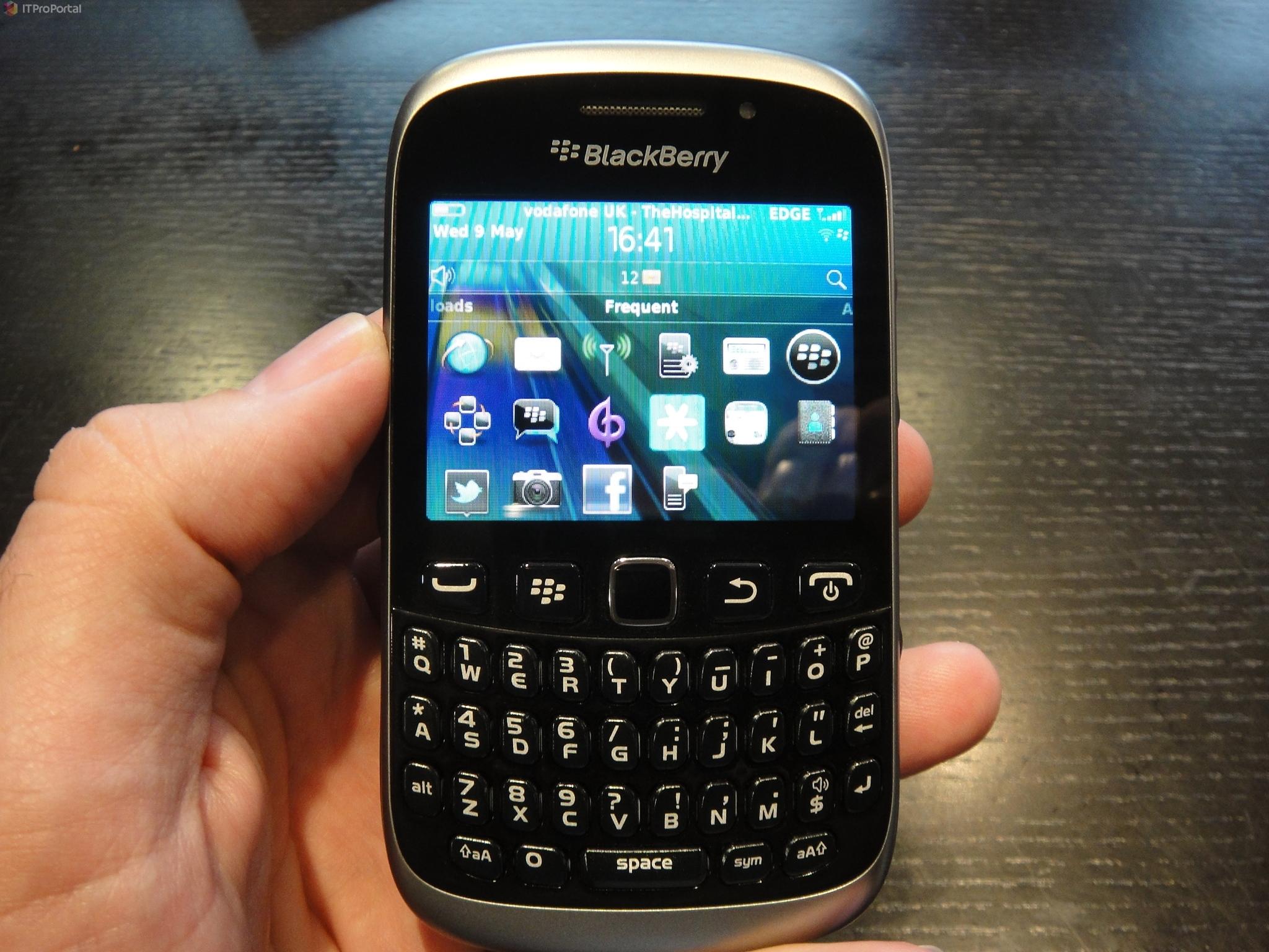 Blackberry Curve 9320 Black And Silver شكل مميز بجو...