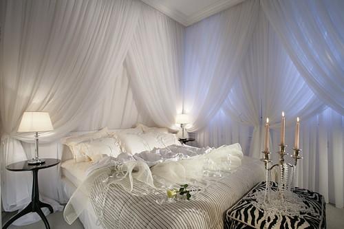 : غرف نوم كلاسيك لون ابيض : غرف