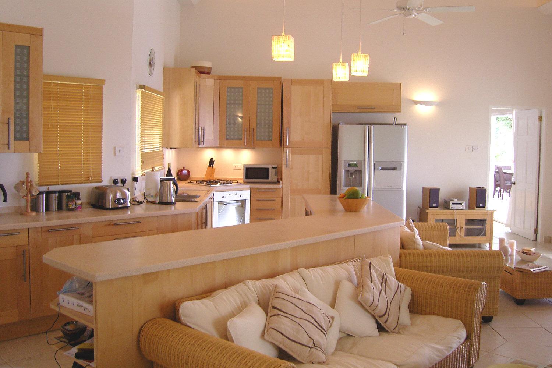 تصاميم غرف معيشة بسيطة مفتوحة مع المطبخ | المرسال
