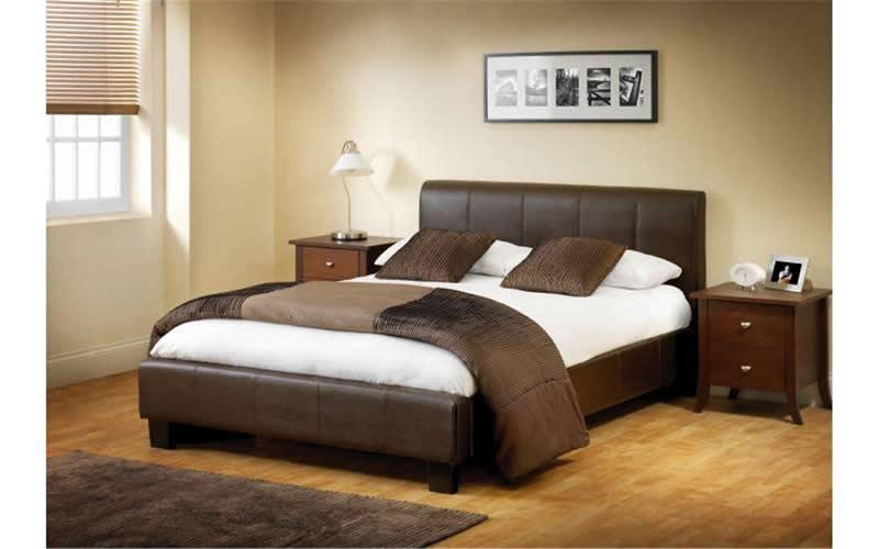 ارضيات باركية بيج لغرفة نوم بسرير بني | المرسال