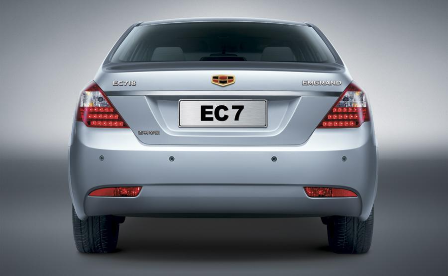 صورة السيارة من الخلف للسيارة جيلي EC7 – 2014