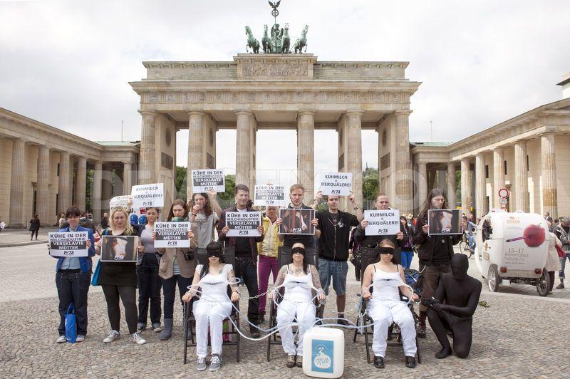 Peta-show-in-the-Brandenburg-Gate
