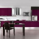 مطبخ للمساحات الكبيرة باللون الموف ودهان باللون البيض - 44716