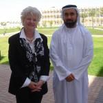 جين ستانفيلد، المدير التنفيذي لمركز UA مع الدكتور عيسى علي المطروشي من جامعة الإمارات العربية المتحدة