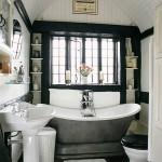 black and white bathroom design ideas 004 150x150 سيراميك حوائط وارضيات حمامات ابيض واسود مربعات مع بانيو انيق ابيض اللون