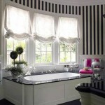 black and white bathroom design ideas 10 150x150 سيراميك حوائط وارضيات حمامات ابيض واسود مربعات مع بانيو انيق ابيض اللون