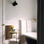 black and white bathroom design ideas 3 150x150 سيراميك حوائط وارضيات حمامات ابيض واسود مربعات مع بانيو انيق ابيض اللون