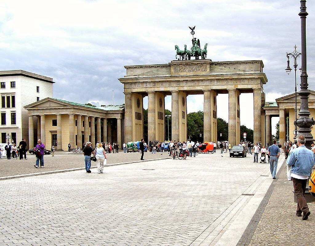brandenburg-gate-berlin-germany+1152_12969586471-tpfil02aw-22393