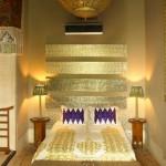 غرفة نوم مغربية باللون الذهبى