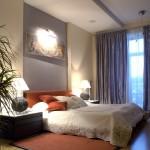 كمودينو بني بغرفة النوم مع ستارة رمادي  - 49602
