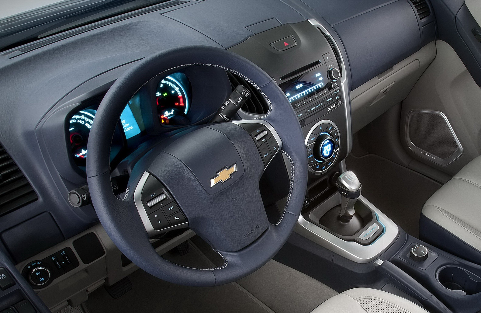 صورة عجلة القيادة للسيارة شيفروليه تريل بليزر 2014 | المرسال