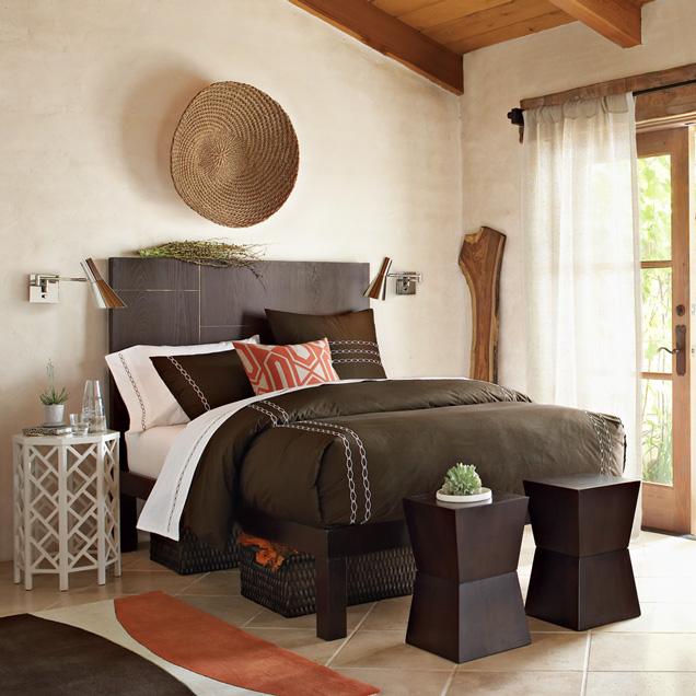 اللون البني و البيج في غرف النوم مع باب زجاجي | المرسال