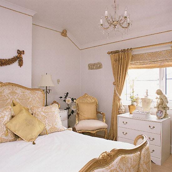 تصاميم غرف نوم ابيض وذهبي   المرسال
