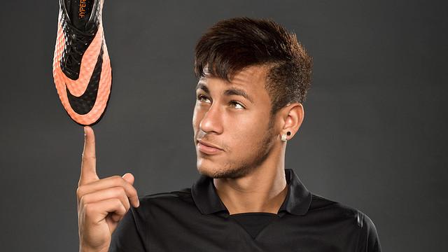 قائمة أعلى لاعبين كرة القدم أجرا في العالم Hypervenom_Neymar_Br