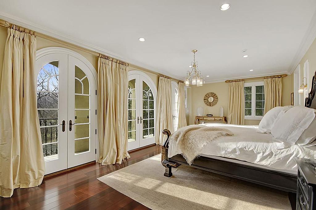 نوافذ كثيرة بغرف النوم الفخمة للقصور المرسال