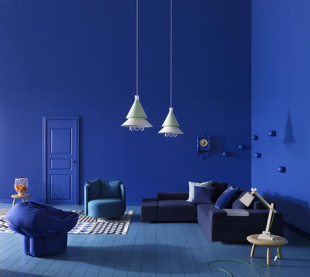 Blue Interior Design Ideas: الوان متناسقة بغرف المعيشة ونجف طويل