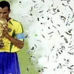 كافو يحمل كأس العالم 2002