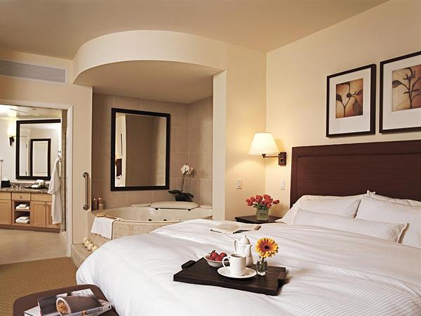 تصاميم غرف نوم هادئة جديدة تحتوى على بانيو للاستحمام | المرسال