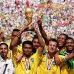 اللاعب روماريو مع فريق المنتخب البرازيلي