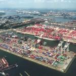 ميناء روتردام في هولندا
