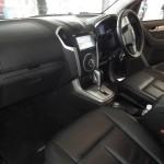 المقاعد الامامية للسيارة ايسوزو MU-X 2014