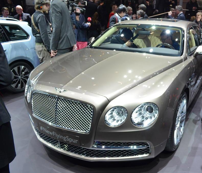 Modellbeschreibung Zum Bentley Continental Flying Spur: صورة واجهة السيارة بنتلي فلاينتج سبير 2014
