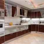 مطبخ نبيتي بأكسسوارات باللون الفضي