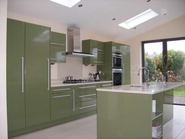 ���� ������� ٢٠١٤ ������ ����� High-Gloss-Green-Kitchen1-Diamond-Kitchens.jpg