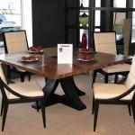 طاولات طعام خشبية