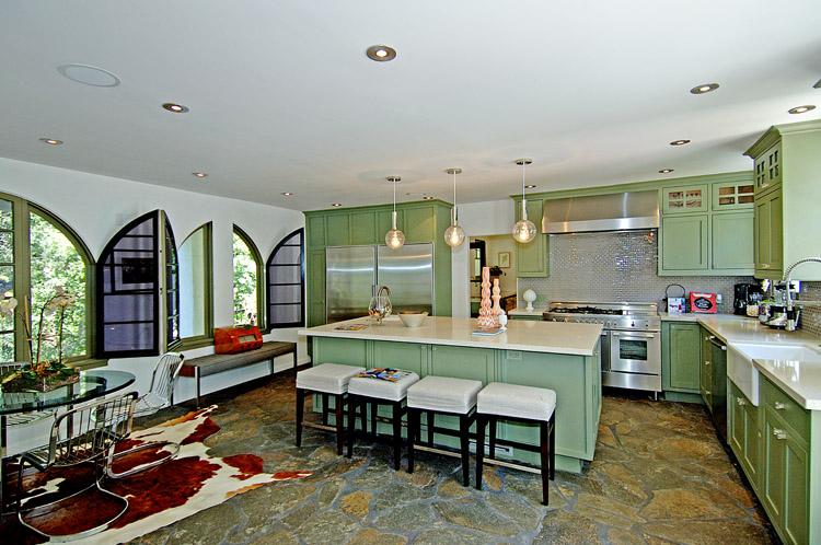 ���� ������� ٢٠١٤ ������ ����� charlie-sheen-green-kitchen.jpg