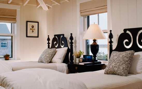 اشكال غرف نوم بسريرين باللون البني | المرسال