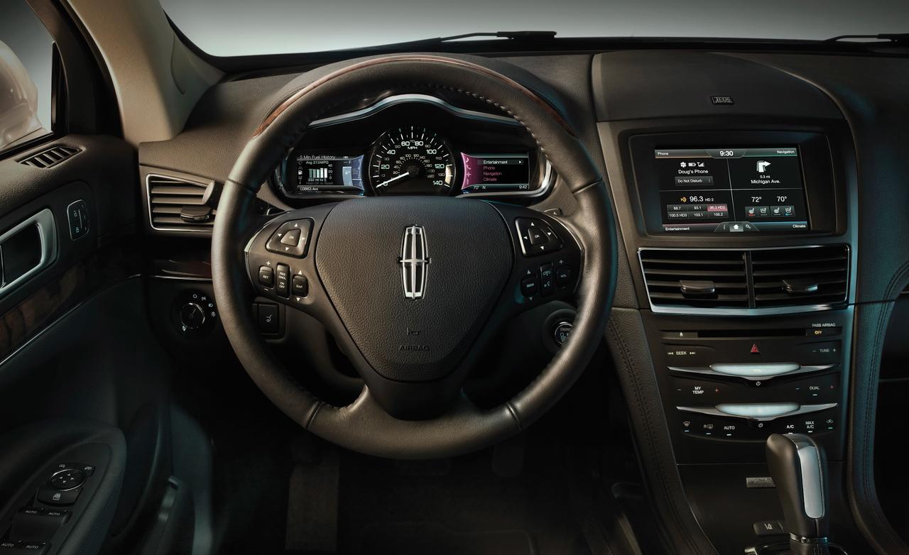 صورة عجلة القيادة للسيارة لينكون ام كي تي 2014 المرسال
