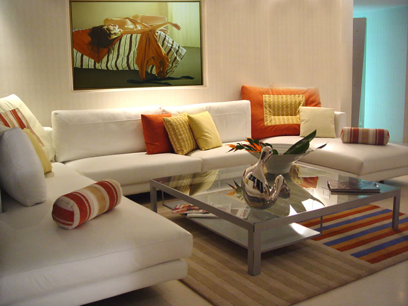 ����� ����� ������ ٢٠١٤ ����� Beautiful-Interior-Design-of-Living-Room-White-Sofas-Decorating-Ideas_with_white_color_schemes.jpg