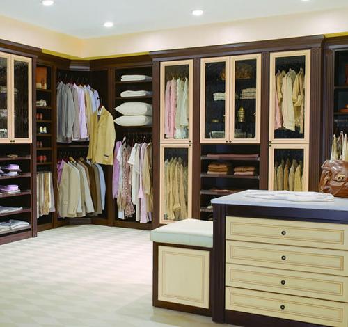 ديكورات غرف ملابس كريمي وبني | المرسال