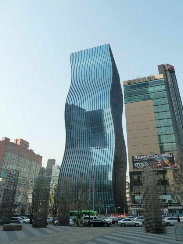 ������ ������ ����� ����� ������ front-view-of-Unusual-Office-Building-in-Wavy-Form-600x799.jpg