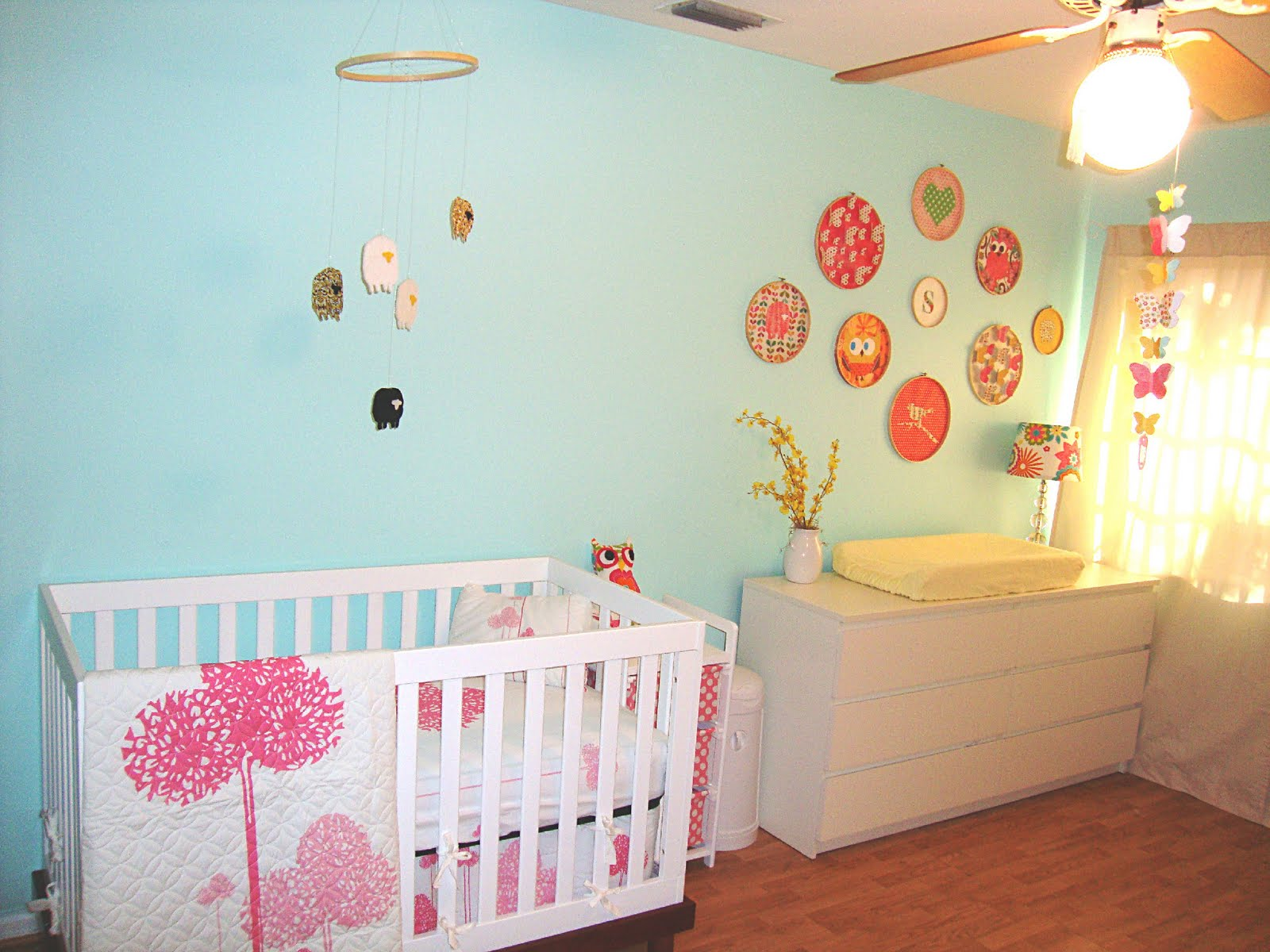 ������ ����� ٢٠١٤ ����� ������ kids-rooms-beautiful-light-blue-baby-nursery-room-design-with-round-picture-frame-and-floral-pink-bedding-24-beautiful-baby-nursery-room-design-ideas.jpg