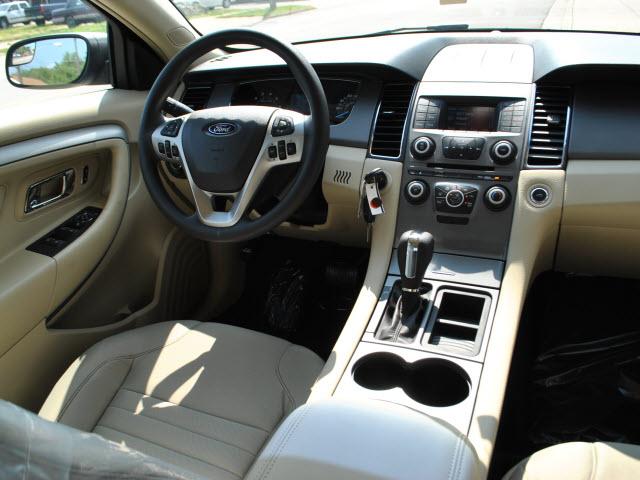 Ford Taurus Se on 2010 Ford Taurus
