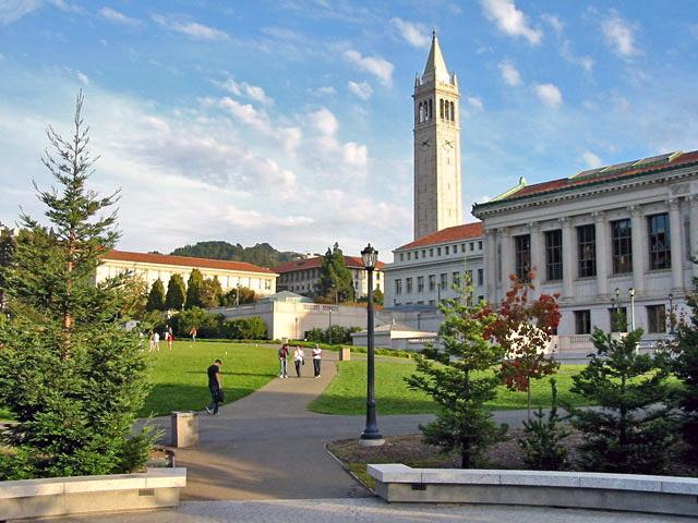 صورة النصب التذكاري في جامعة كاليفورنيا