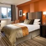 غرف نوم باللون البرتقالي و البني