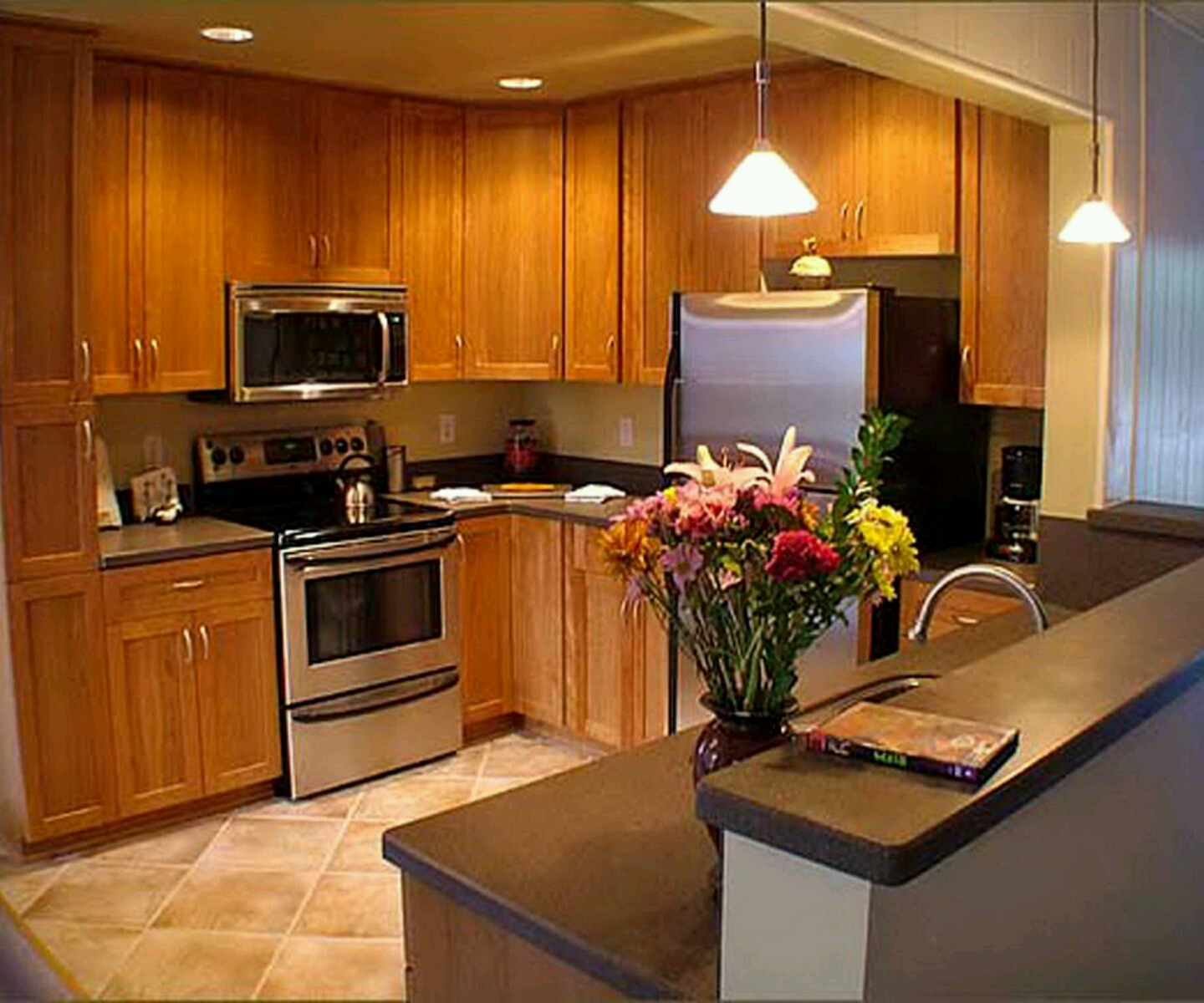 Modern Kitchen Paint Colors With Oak Cabinets: مطبخ مودرن مصنوع من الخشب