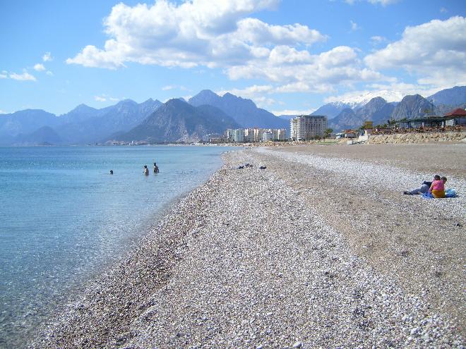 شاطئ كونيالتي في انطاليا Antalya-Konyaalti-Beach-Turkey