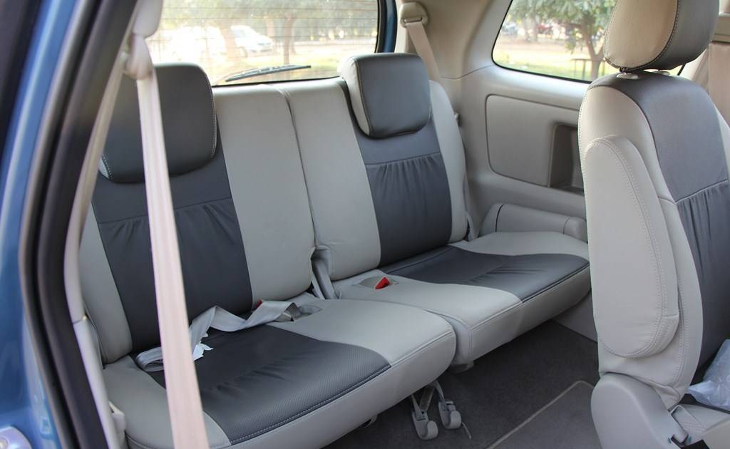 Qualis Car Seating Capacity