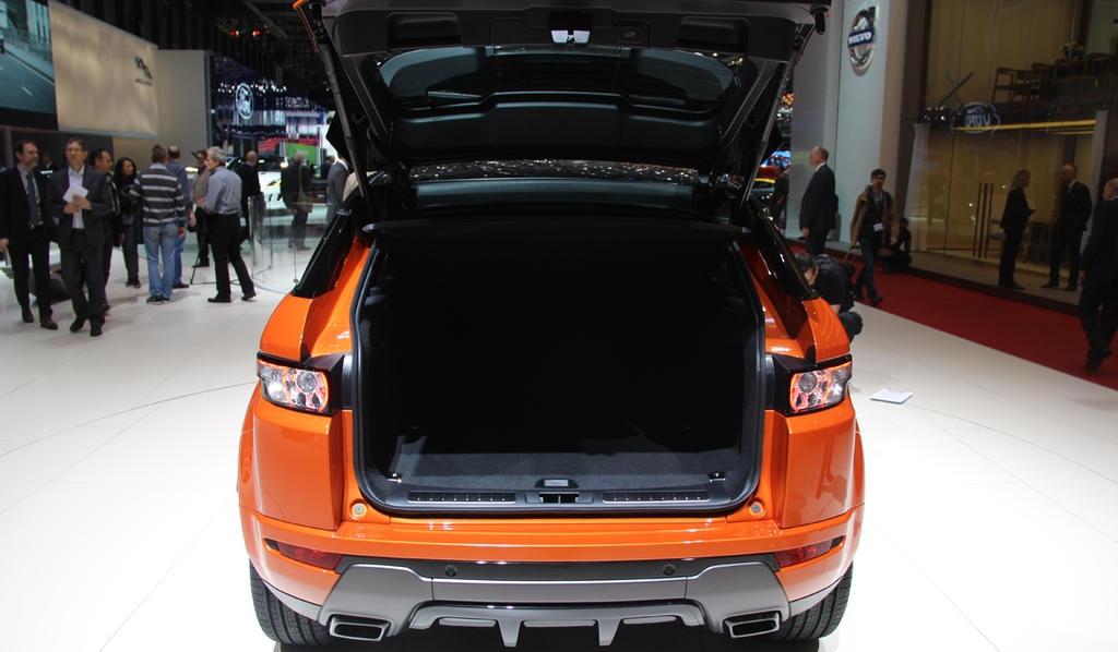 ������� ���� ������ ٢٠١٥ ���� Land-Rover-Range-Rover-Live-Photo-05.jpg