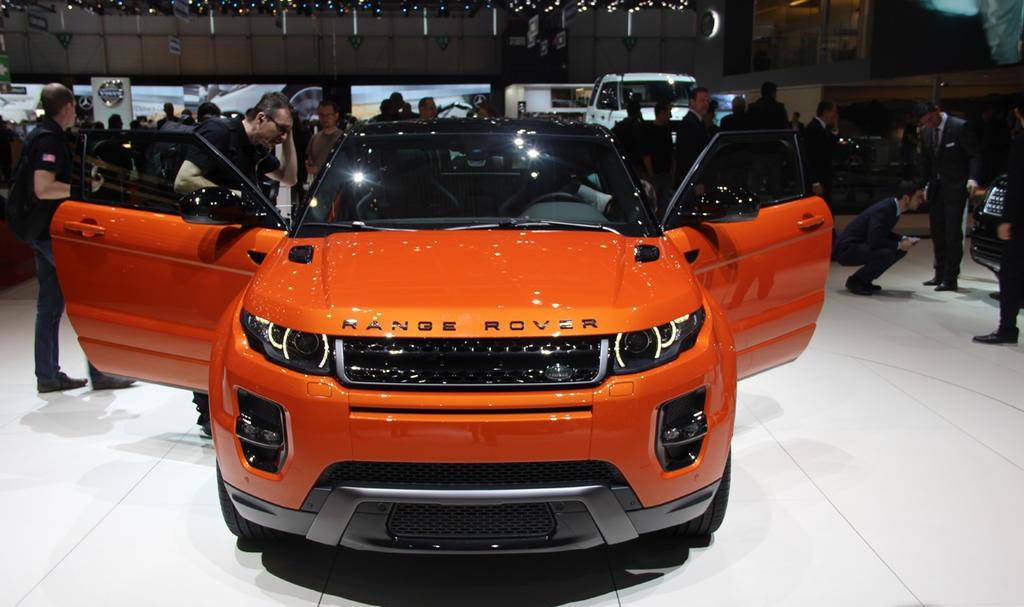 ������� ���� ������ ٢٠١٥ ���� Land-Rover-Range-Rover-Live-Photo-10.jpg