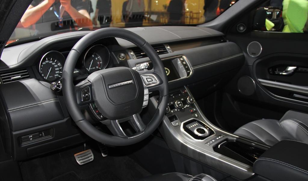 ������� ���� ������ ٢٠١٥ ���� Land-Rover-Range-Rover-Live-Photo-13.jpg