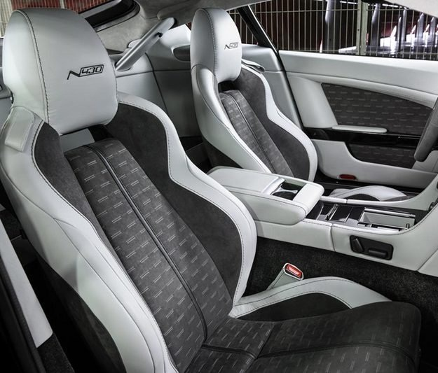 ������� ����� ����� ٢٠١٥ ������ The-front-seats-of-the-car-2015-Aston-Martin-V8-Vantage-N430.jpg