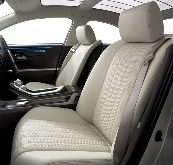 ������� ��������� ����� ٢٠١٥ ����� The-front-seats-of-the-car-2015-Mitsubishi-Galant.jpg