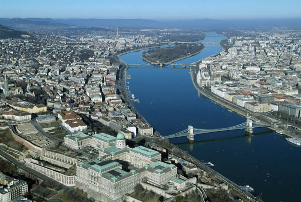 hungarian tourism Budapest tourist information – detailed info about accommodation, sights, travel, things to do, spas, recreation and more by budapestcom.
