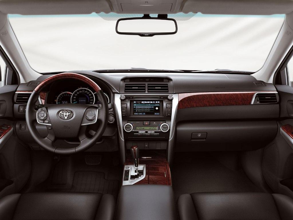 ������� ������ ������ ������� ٢٠١٤ Toyota-Aurion-2013-Interior.jpg