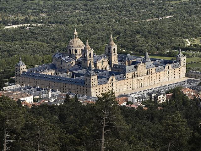 أهم الأماكن السياحية في اسبانيا  El-Escorial